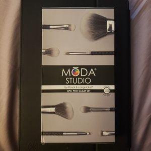 NWT MODA STUDIO 8PC Pro Glam Set